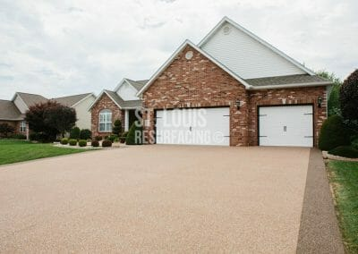 pebble-stone epoxy driveway in st. louis, missouri installed by st. louis resurfacing